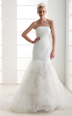 Alluring Trumpet/Mermaid Strapless Sweep/Brush Train Wedding Dress
