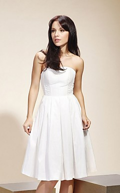 Taffeta A-line Strapless Knee-length Cocktail/Bridesmaid Dress